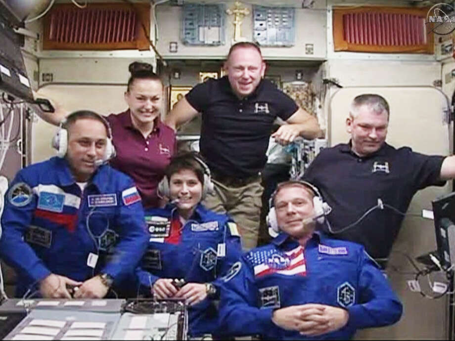 Expedition 42 crew members shown, front row from left, Anton Shkaplerov, Samantha Cristoforetti and Terry Virts, and back row from left, Elena Serova, Barry Wilmore and Alexander Samokutyaev. Photo: HOPD / NASA-TV