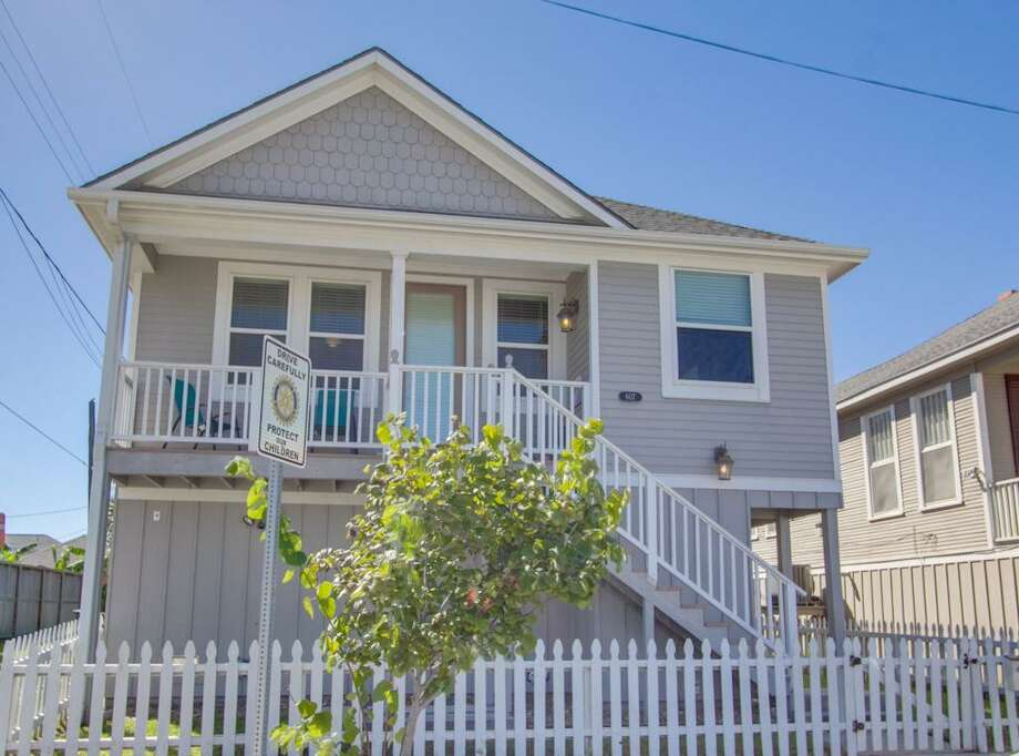 Galveston607 10th Street: $199,900 / 2 bedrooms / 2 full bathrooms / 992 square feet Photo: Houston Association Of Realtors