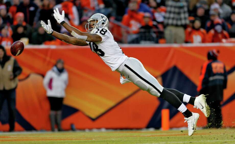 Oakland Raiders wide receiver Andre Holmes cannot quite catch a pass during the game against the Denver Broncos last December — a metaphor, perhaps, for the failures of his hapless team. With talks continuing to lure the Raiders here, a reader says it is not worth the effort. Photo: Joe Mahoney /Associated Press / FR170458 AP