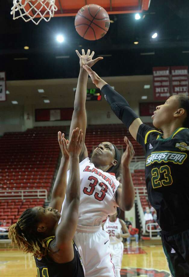 Lamar University's Kiandra Bowers gets in-between Southeastern Louisiana's Elizabeth Styles (left) and Jameika Hoskins as she shoots for two points during Thursday night's game at the Montagne Center. Photo taken Thursday, January 15, 2015 Kim Brent/The Enterprise Photo: KIM BRENT / Beaumont Enterprise