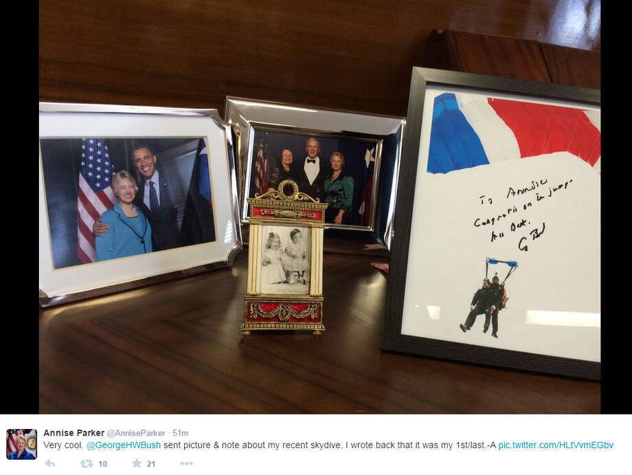 Houston Mayor Annise Parker received a sign photo from former President George H.W. Bush congratulating her on her January 2015 sky dive. Bush is a longtime skydiver, taking the big jump on several past birthdays. Photo: Annise Parker On Twitter
