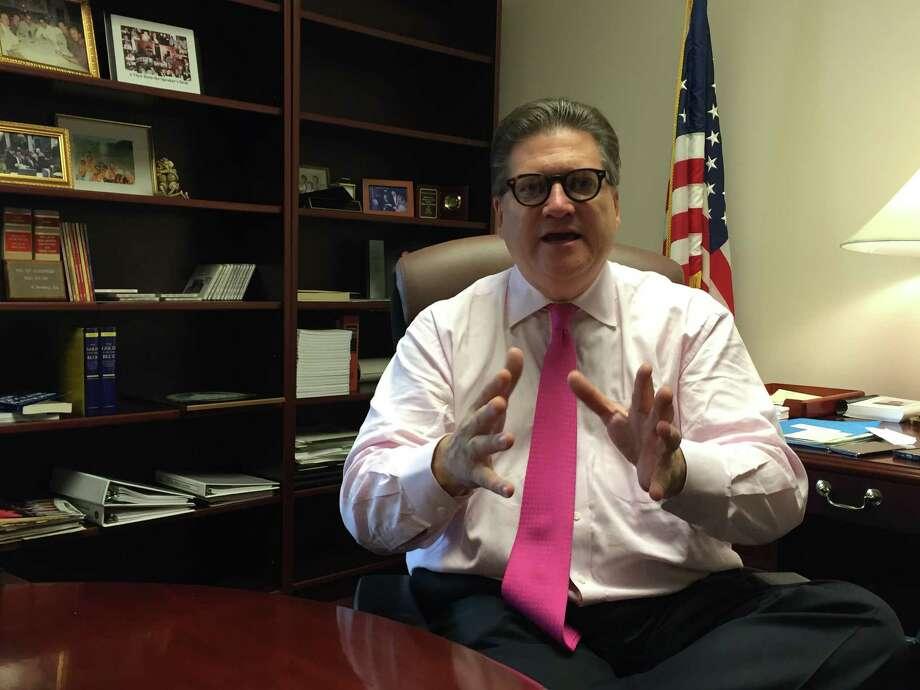 State Sen. Bob Hertzberg, D-Van Nuys, builds on his xxx as assembly speaker. Photo: John Diaz / The Chronicle / ONLINE_YES