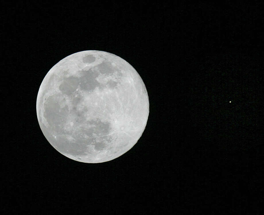 The full Moon is seen in conjunction with the planet Mars, at right, in the sky over Tyler, Texas, Sunday, Dec. 23, 2007. (AP Photo/Dr. Scott M. Lieberman) Photo: Dr. Scott M. Lieberman, STR / Dr. Scott M. Lieberman