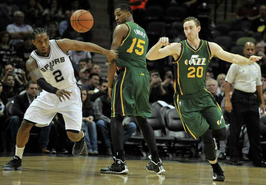 Spurs forward Kawhi Leonard pursues the ball against Jazz forwards Gordon Hayward (20) and Derrick Favors during the first half. Leonard had 12 points and nine rebounds. Photo: Darren Abate /Associated Press / AP