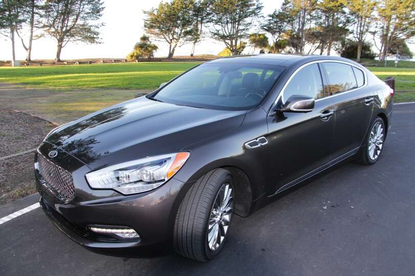 The K900 Is The Sister Of Hyundai 39 S Upscale Sedan The