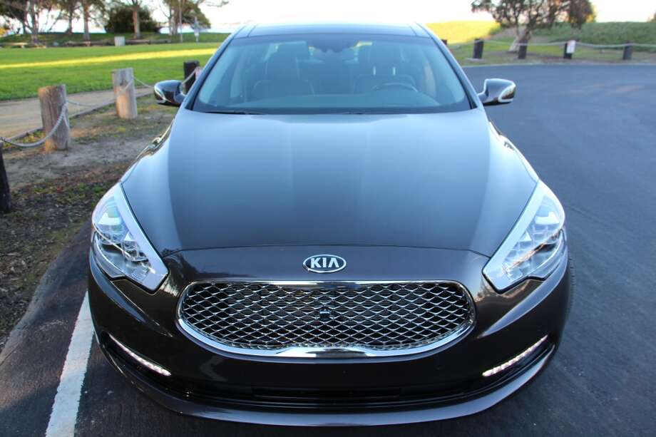 The 2015 Kia K900 is the Korean car maker's top-of-the-line sedan. (All photos by Michael Taylor)