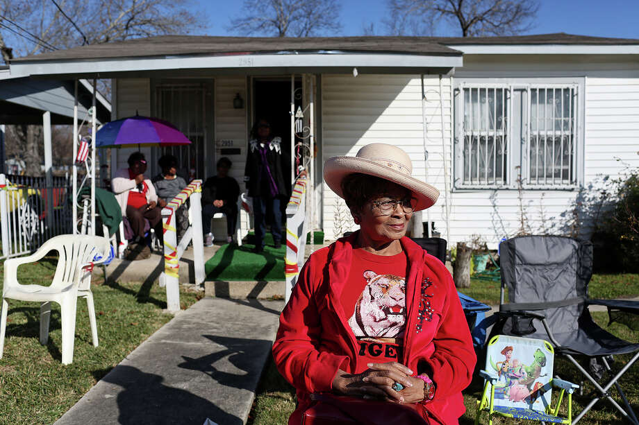 Etta Cunningham waits for the Martin Luther King Jr. Day March to begin as she sits in front of the home of Dorothy Mondine, who has lived there since 1974, on Monday, Jan. 18, 2016. Photo: Lisa Krantz, San Antonio Express-News / ©2015 San Antonio Express-News