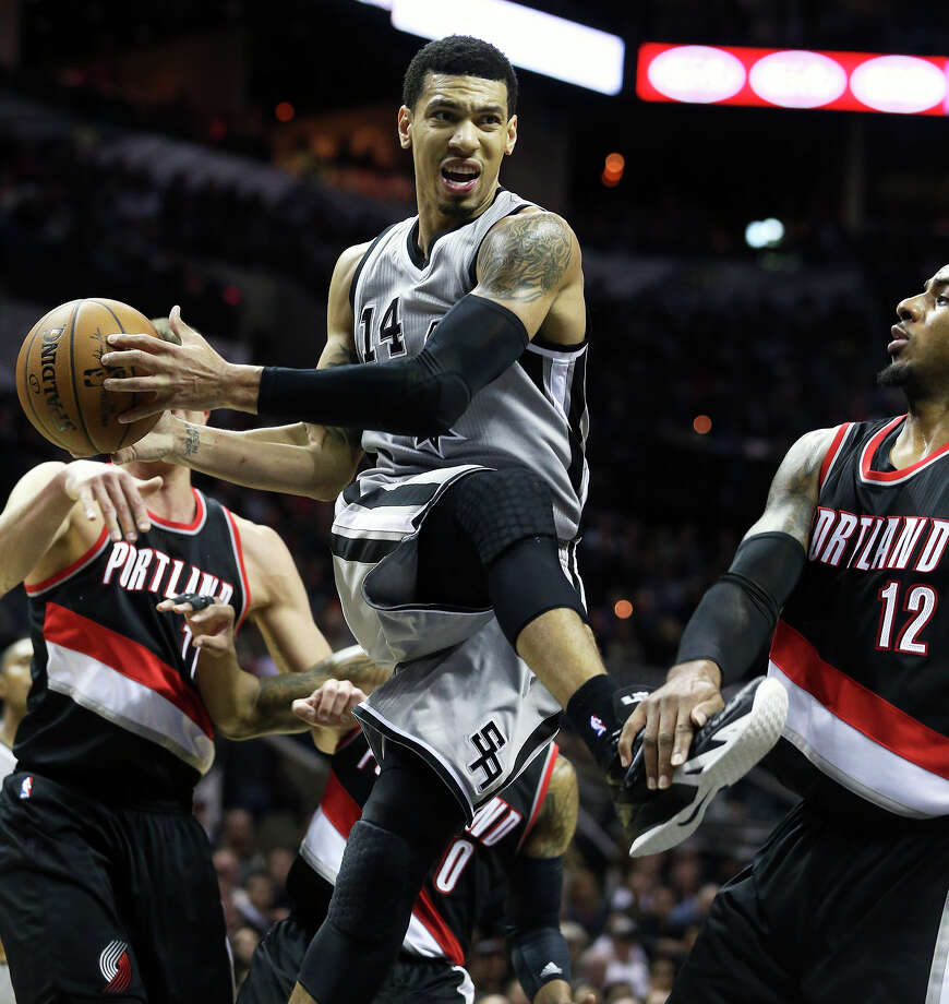 Danny Green twists under the bucket as the Spurs play the Portland Trail Blazers at the AT&T Center on Jan. 16, 2015. Photo: Tom Reel /San Antonio Express-News
