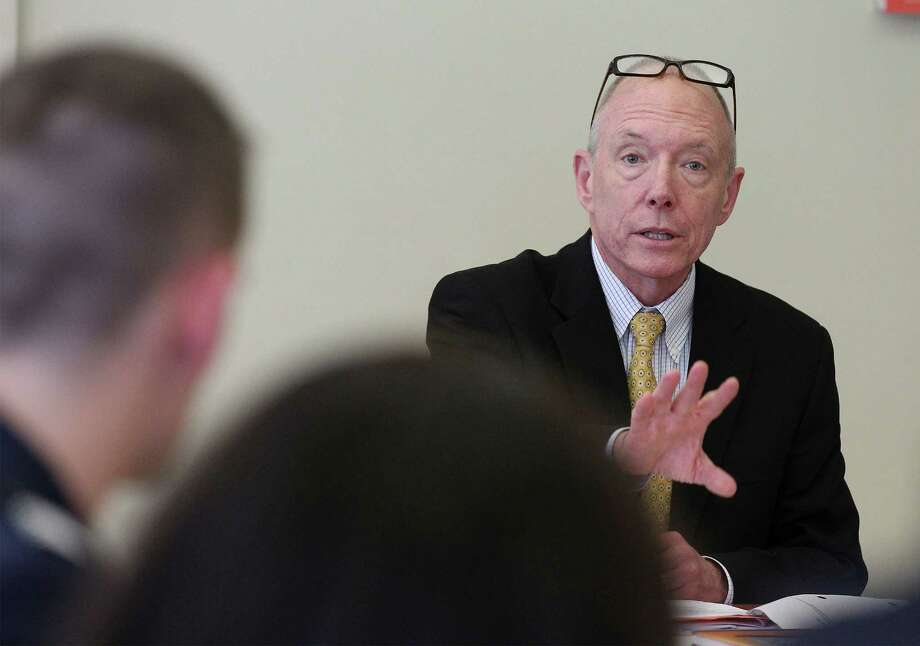 Ted Mitchell, Under Secretary, U.S. Department of Education meets with UTSA students at a roundtable gathering to discuss issues surrounding higher education at the university's main campus on Tuesday, Jan. 20, 2015. Twenty-two students from freshman to seniors engaged Mitchell on a variety of topics such as tuition, working students and President Obama's proposal on making junior college tuition-free. Photo: Kin Man Hui, San Antonio Express-News / ©2015 San Antonio Express-News