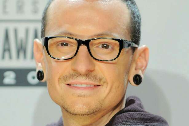 Chester Bennington, of musical group Linkin Park and winner of the award for alternative rock favorite artist, poses backstage at the 40th Anniversary American Music Awards on Sunday, Nov. 18, 2012, in Los Angeles. (Photo by Jordan Strauss/Invision/AP)