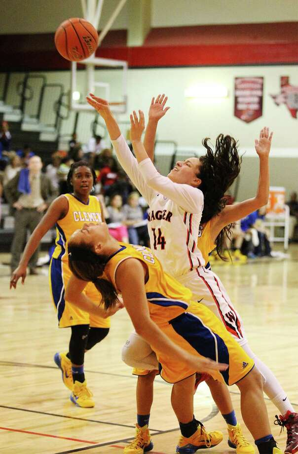 Wagner's Amber Ramirez (14) takes a shot against Clemens' Kennedi Centers (25) in 25-6A girls basketball at Wagner on Tuesday, Jan. 20, 2015. Photo: Kin Man Hui, San Antonio Express-News / ©2015 San Antonio Express-News