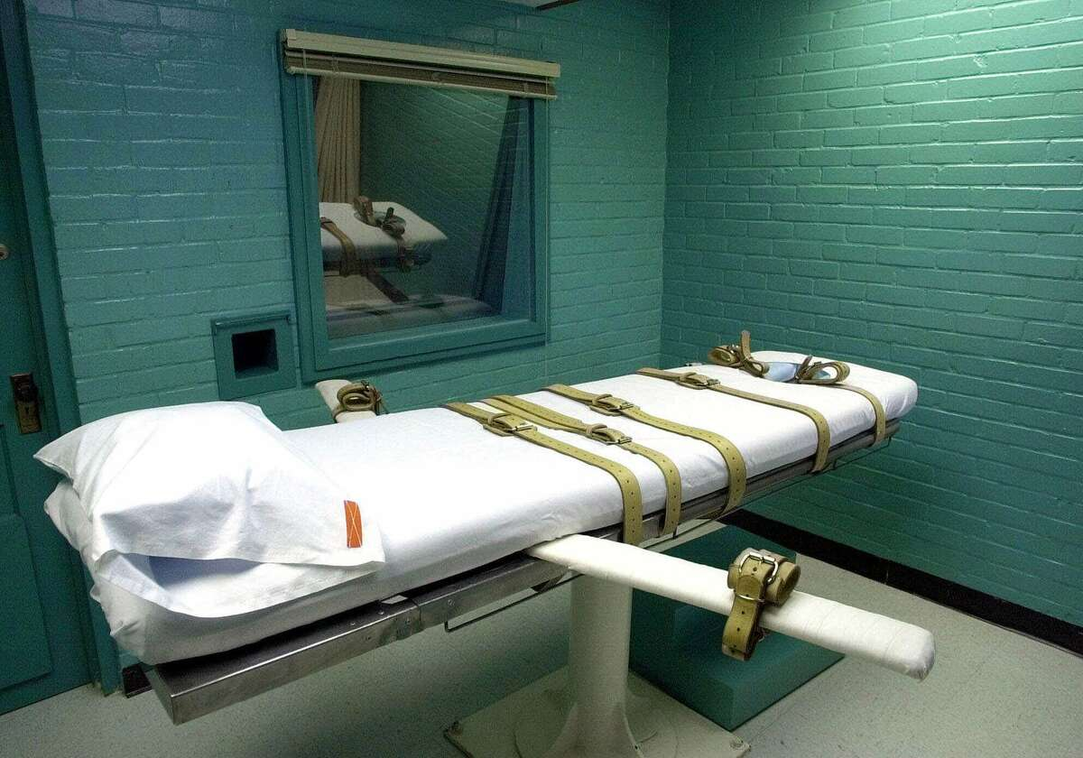 LETHAL INJECTION 1222 total executions since 1976 Used by 35 states Texas: 10 in 2014, tied with Missouri for highest number