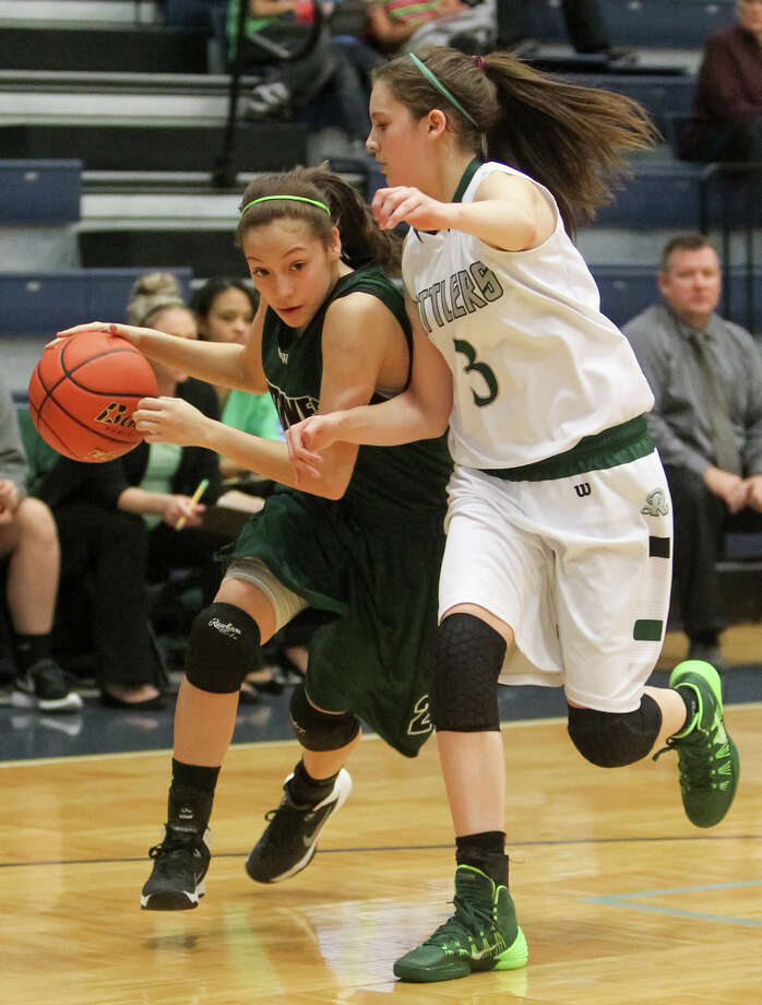 Southwest's Briana Longoria (left) drives around Reagan's Anya Curtiss during the second half of their Class 5A second round playoff game at the Durbon Athletic Center on Friday, Feb. 14, 2014. Reagan beat the Lady Dragons 78-48.  MARVIN PFEIFFER/ mpfeiffer@express-news.net Photo: MARVIN PFEIFFER, STAFF / Marvin Pfeiffer/ EN Communities / Express-News 2014