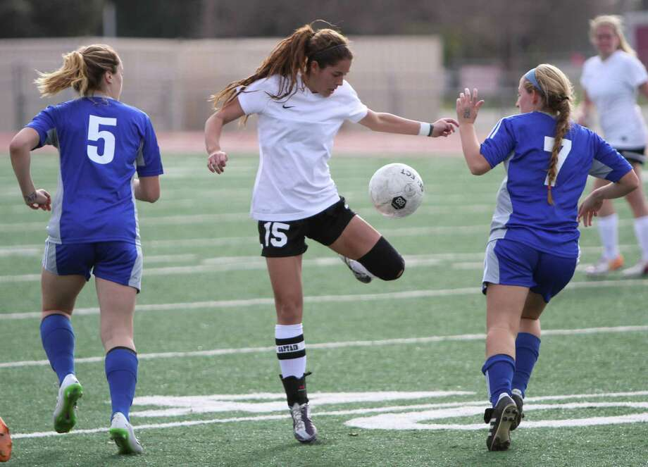 Kali Dawson (15), a senior midfielder for the Steele Lady Knights, tries to control the ball between MacArthur's Bella Von Toussaint (5) and Carly Norment (7). The Lady Brahmas scored three second-half goals to hand Steele its first loss of the season, 3-1, on Saturday, Jan. 17. Photo: Greg Bell / For The Northeast Herald