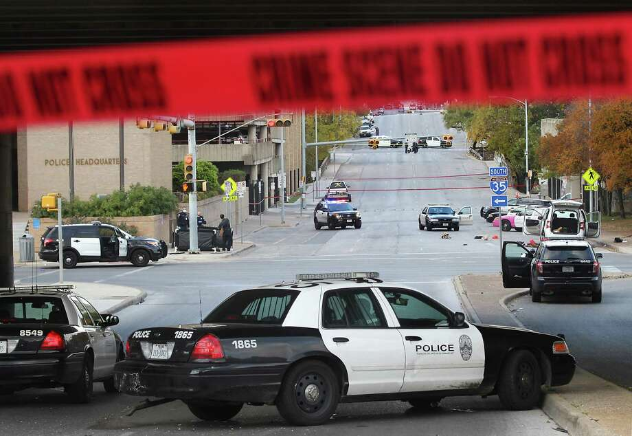 Austin PD Use of Force policySays priority is saving life: YesRequires de-escalation: NoBans choking and strangling: NoDuty to stop excessive force: YesSource: UseOfForceProject.org / Project FOIA database Photo: Laura Skelding, McClatchy-Tribune News Service / Austin American-Statesman