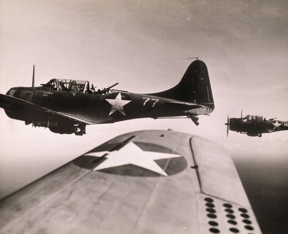 MARINE DIVE BOMBERS, PACIFIC THEATRE, WORLD WAR II Photo: Petrified Collection, Getty Images / (c) Petrified Collection