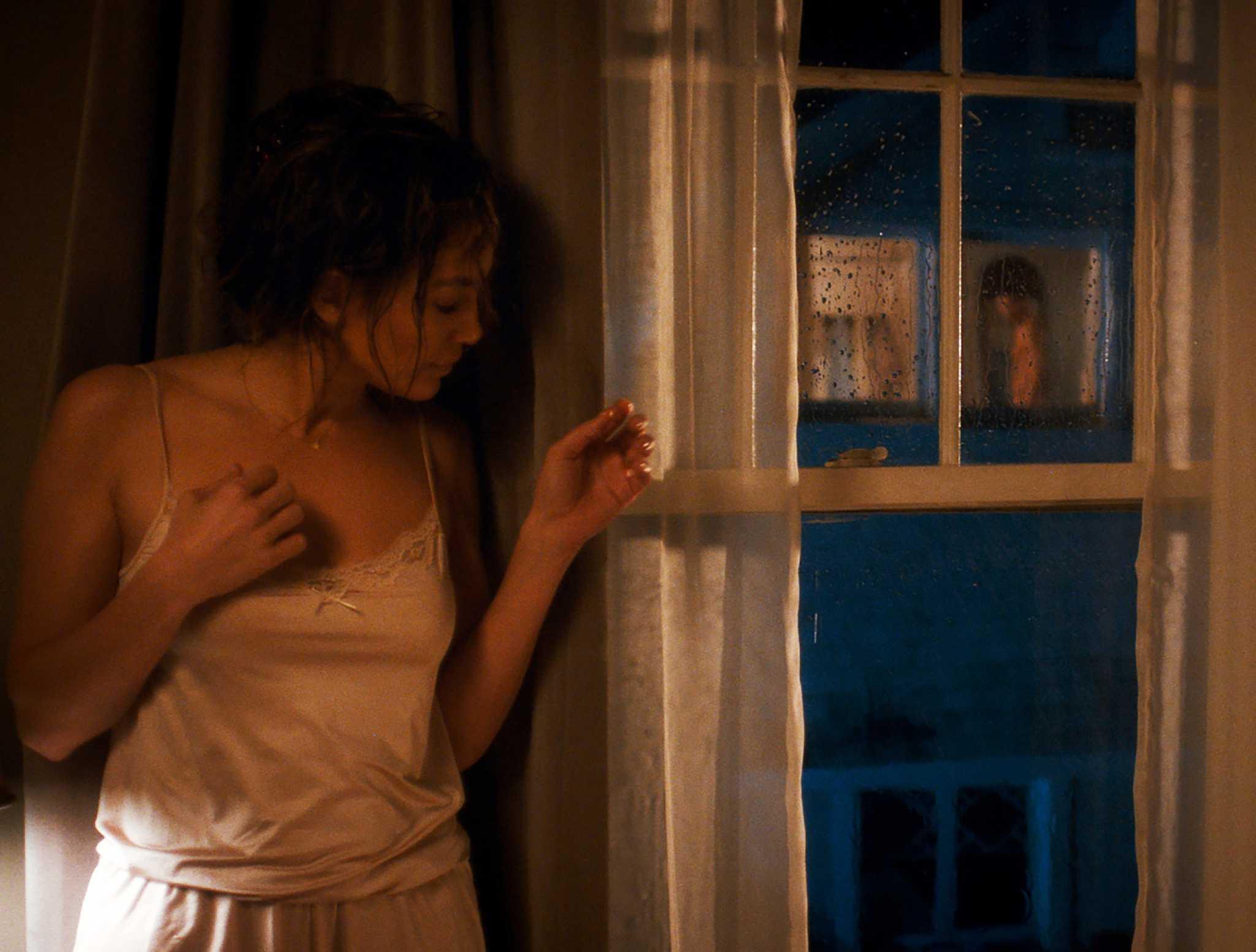 Соседка в окне 18 фотография