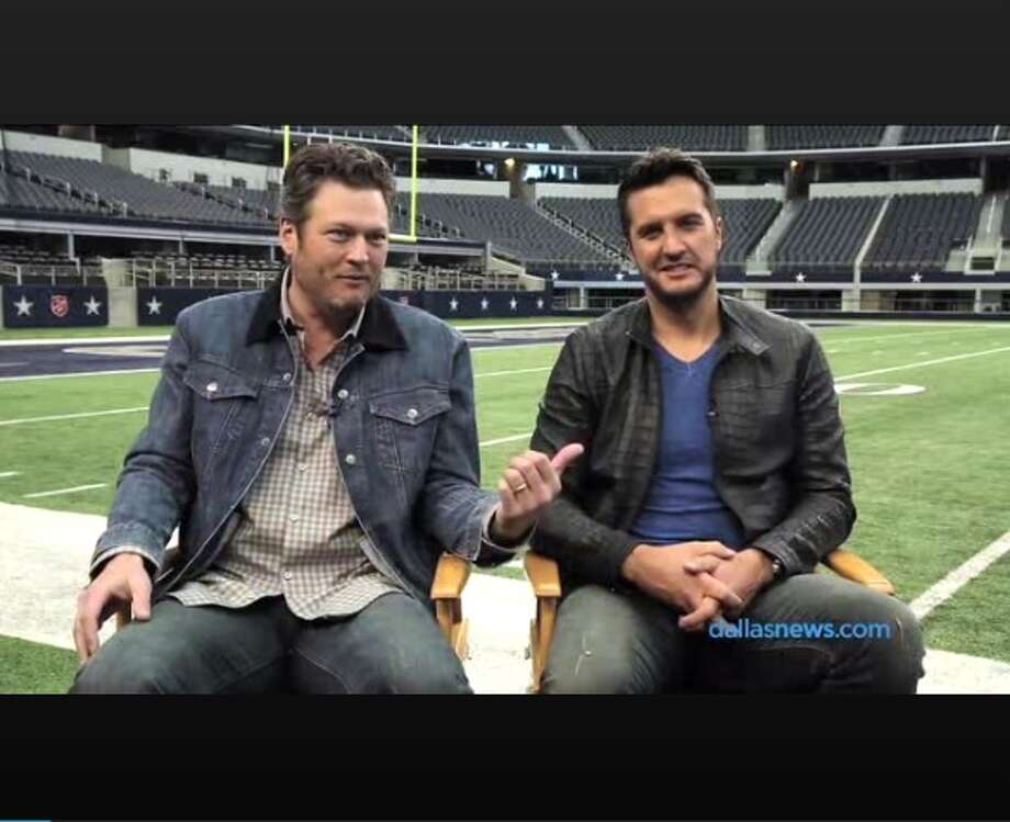 Country music singers Blake Shelton and Luke Bryan shared their love for Whataburger and other Texas staples in an interview. Photo: Twitter/NDN