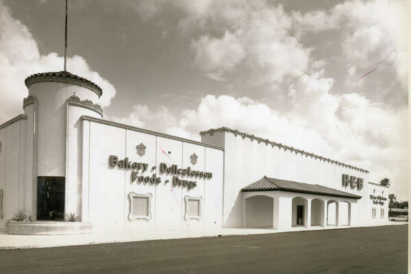 1982 - H-E-B store at Las Palmas Shopping Center