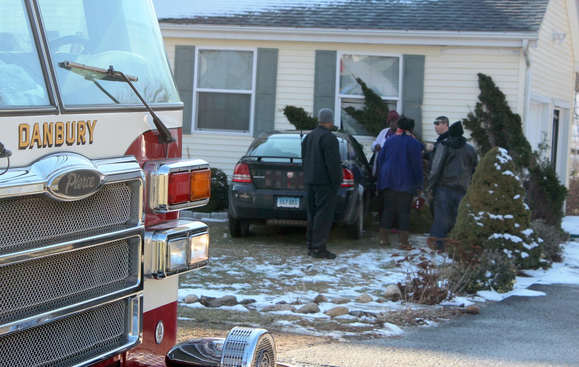 Woman crashes into Danbury home - Connecticut Post