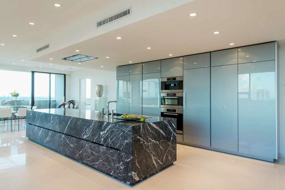 Home Design Ideas Pictures: Family's Weekend Home Is A Sleek Space In The Sky