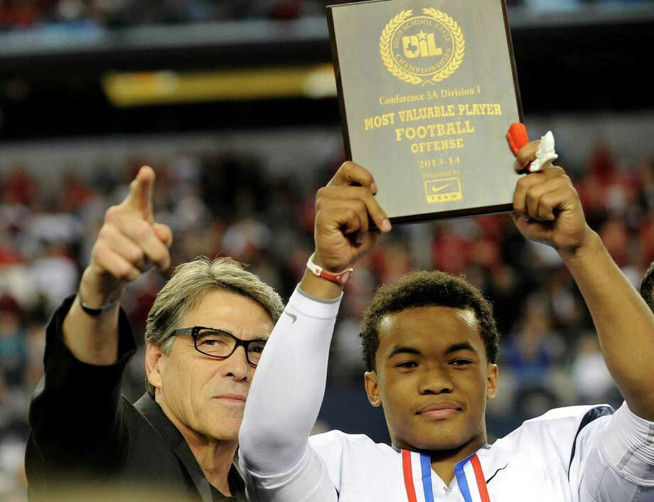 FILE - In this Dec. 21, 2013 file photo, Texas Gov. Rick Perry, left, poses for photos with the most valuable player,  offensive, Allen quarterback Kyler Murray, following a 63-28 win over Pearland during a UIL Class 5A  Division I high school football championship game in Arlington, Texas. Murray, who has a 41-0 record as the starter and is trying to win a third straight state championship, is the Texas Associated Press Sports Editors Player of the Year.  (AP Photo/Matt Strasen, File) Photo: Matt Strasen, FRE / Associated Press / FR170476 AP
