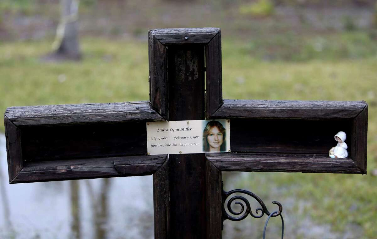 A cross erected in the memory of Laura Lynn Miller, who body was found in the Texas killing fields. ( Gary Coronado / Houston Chronicle )