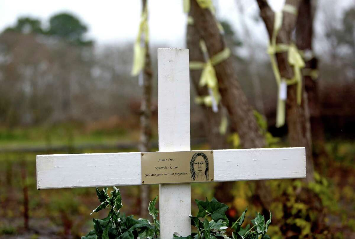 A cross erected in the memory of an unidentified woman, known as Janet Doe. She was the fourth victim found in the Texas killing fields. Her body was discovered Sept. 8, 1991. ( Gary Coronado / Houston Chronicle )