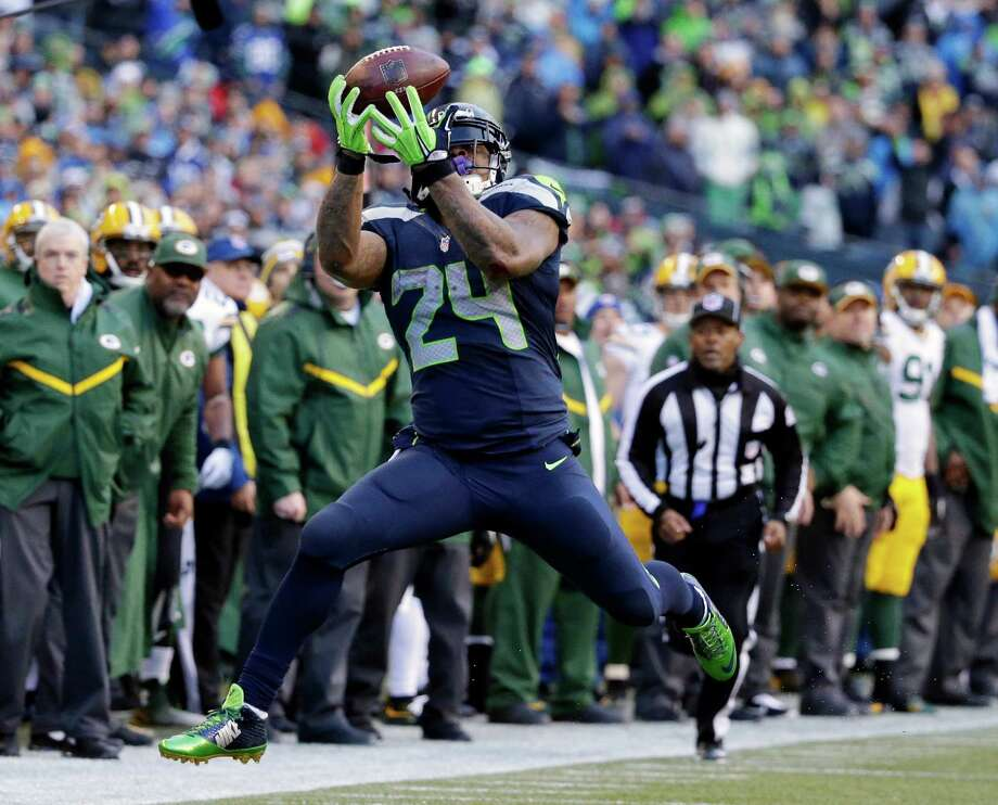 Seattle Seahawks' Marshawn Lynch catches a pass during the second half of the NFL football NFC Championship game against the Green Bay Packers Sunday, Jan. 18, 2015, in Seattle. (AP Photo/Elaine Thompson)  ORG XMIT: NFC213 Photo: Elaine Thompson / AP