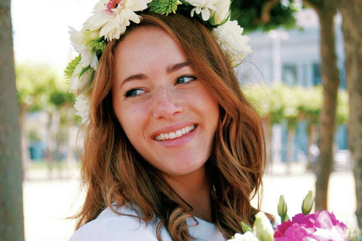 Makeup Minimalism Here's a novel concept for a modern bride: looking like herself. Understated makeup conquered the spring 2015 runways, and José Rivera, makeup master at Benefit Cosmetics, says it translates well to the aisle.
