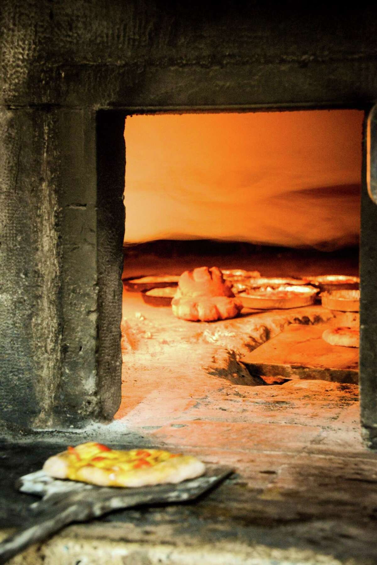 Bakeries with traditional oak-burning ovens are plentiful in Altamura.
