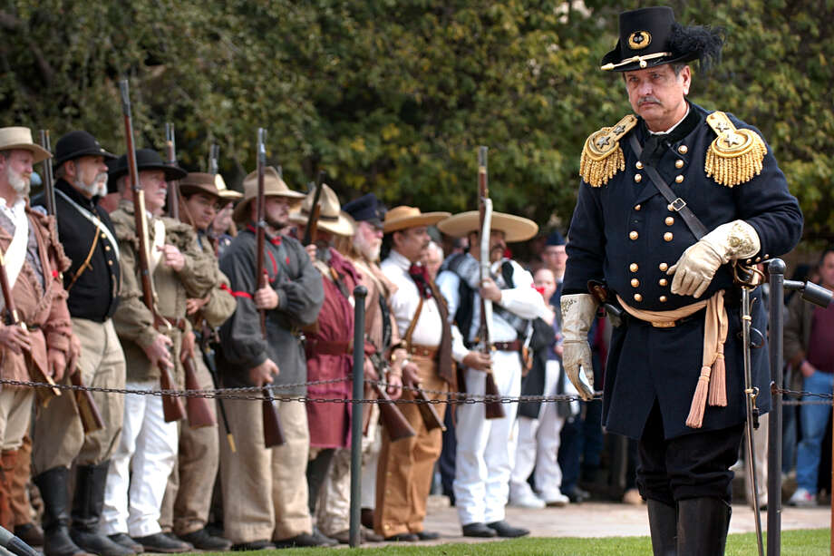 Union Major General David Twiggs (right), portrayed by Wayne Vick, surrenders to the Alamo Rifles of Texas State Troops durring the reinactment in front of the Alamo, Saturday, Feb. 14, 2004. Photo: Bob Owen /San Antonio Express-News / SAN ANTONIO EXPRESS-NEWS