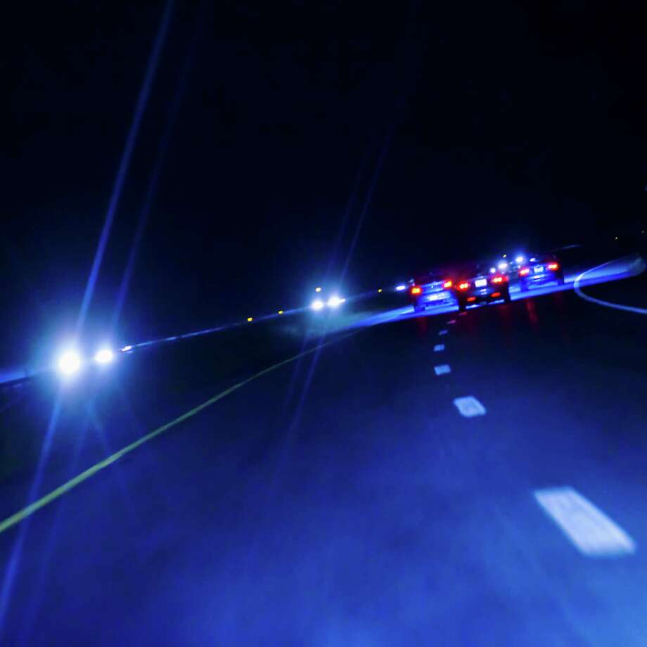 There are 12 signs that police look for when spotting a possible drunken driver. Here's what they look for:1. Weaving across lane linesWhen officers see a car cutting past lines that divide lanes, it could mean that the driver is under the influence of drugs or alcohol. Photo: Tetra Images, Getty Images / Tetra images RF
