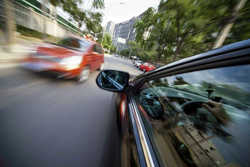 3. Almost striking object or vehicle One of the more obvious clues that an individual is driving while intoxicated is when a motorist nearly strikes an object or another vehicle.