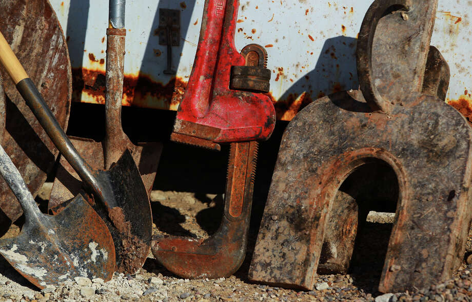 Some small and midsize operators have sharply curtailed their drilling plans for the Eagle Ford. So far, few of the big players in the field have announced their diminished spending plans for the year. But BHP Billiton Petroleum, one of the biggest producers in the field, said last week it will cut 40 percent of its U.S. shale drilling activity this year in reaction to lower oil prices. Photo: Express-News File Photo / ©San Antonio Express-News