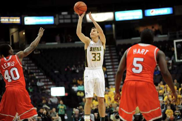 Siena's Rob Poole, center, shoots for three points during their basketball game against Marist on Friday, Jan. 23, 2015, at Times Union Center in Albany, N.Y. (Cindy Schultz / Times Union) Photo: Cindy Schultz / 00030241A