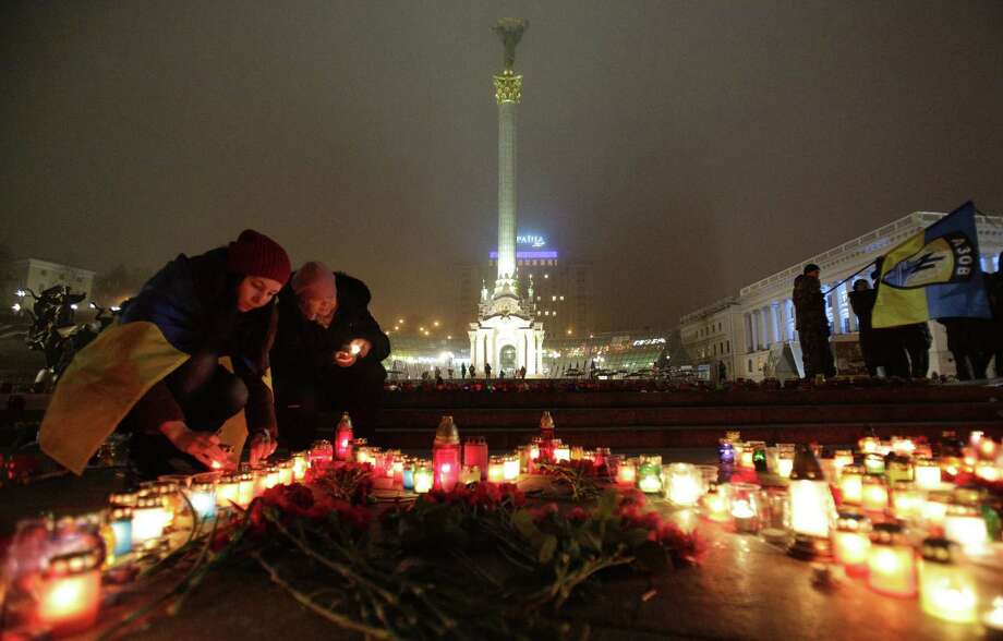 People set candles Saturday on Independence Square in Kiev in memory of people who died during shelling in the Ukrainian seaside city of Mariupol.  Photo: ANATOLII STEPANOV, Stringer / AFP