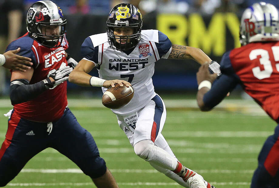 """Da""""Shawn Key (Brennan) breaks loose for the West in the first half during the San Antonio All Star Game at the Alamodome on December 3, 2015. Photo: Tom Reel / San Antonio Express-News"""
