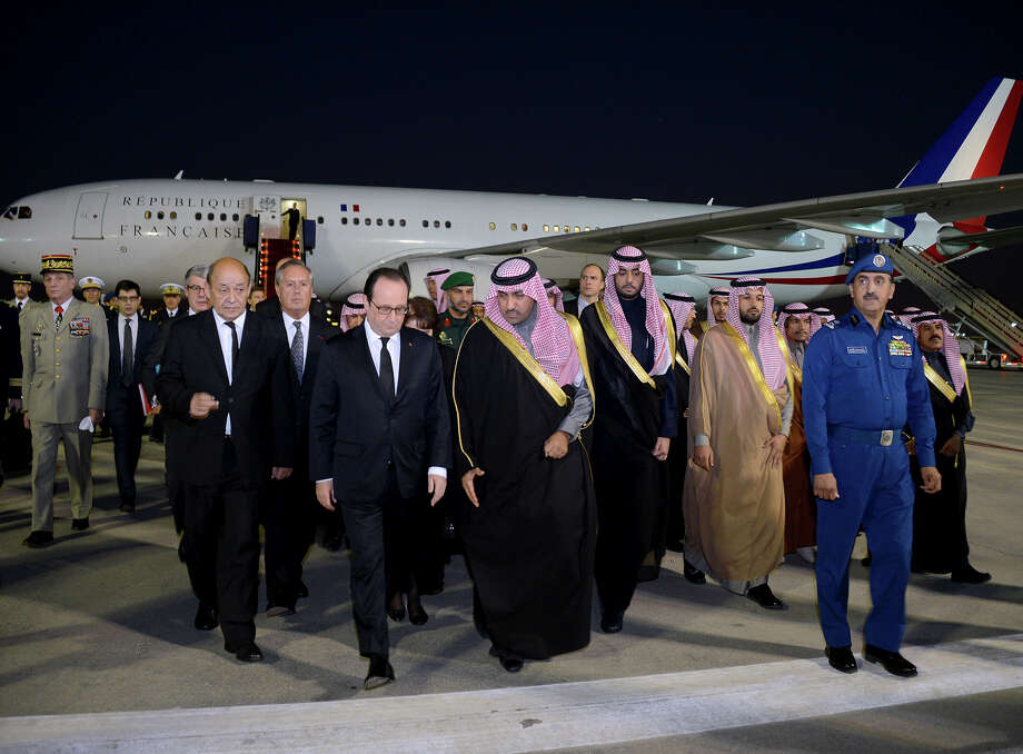 French President François Hollande is greeted by the governor of Riyadh, Saudi Prince Turki, on arrival Saturday to offer condolences for King Abdullah. Photo: Uncredited, HOPD / Saudi Press Agency