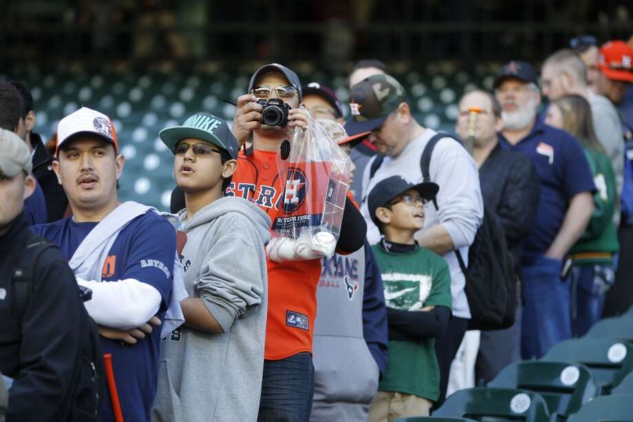 Houston Astros fans line up for players autographs during the 2015 Houston Astros FanFest  at Minute Maid Park, Saturday, Jan. 24, 2015, in Houston.  Nearly 5,000 fans enjoyed activities for all ages including autograph sessions with many current and former players, swings in the Astros batting cages, running the bases, bullpen throwing sessions, an interactive kids zone, fan forums with front office staff as well as current and former players and a vendor expo.  ( Karen Warren / Houston Chronicle  ) Photo: Houston Chronicle