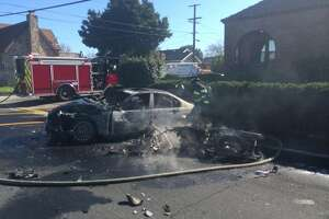 4 injured in fiery Vallejo crash involving motorcycle - Photo