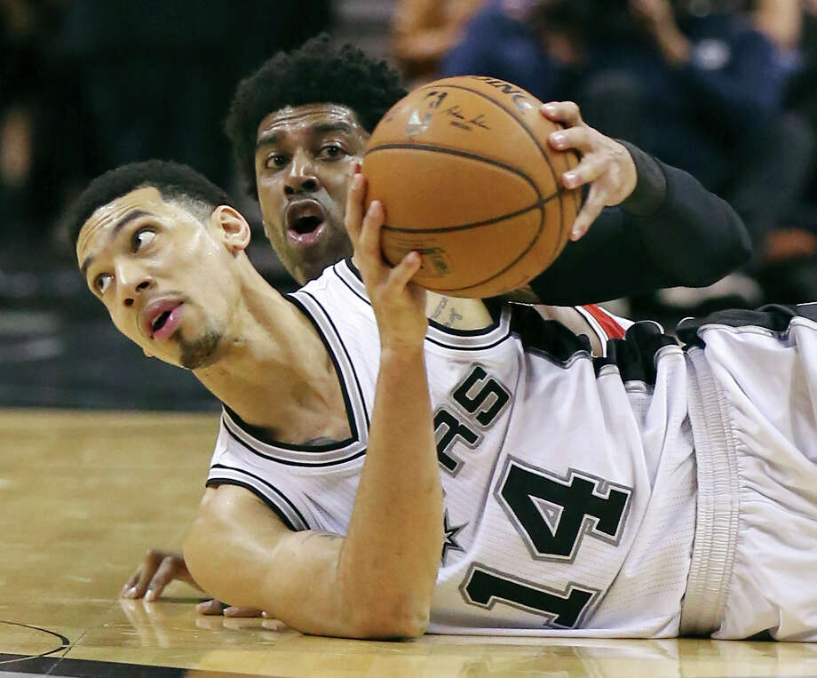 Danny Green is averaging 30.1 minutes per game, but playing so much has affected his scoring numbers. Photo: Edward A. Ornelas /San Antonio Express-News / © 2015 San Antonio Express-News