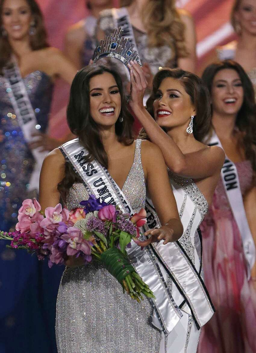 Reigning Miss Universe Gabriela Isler, right, crowns the new Miss Universe, Paulina Vega of Colombia, left, during the Miss Universe pageant in Miami, Sunday, Jan. 25, 2015.