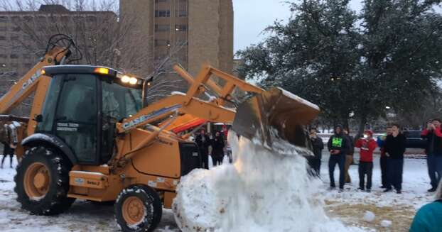 11ft Snow Penis Crushed @ Texas Tech   Unofficial Networks