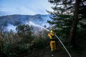 Firefighters contain 6-alarm wildfire in Pacifica - Photo