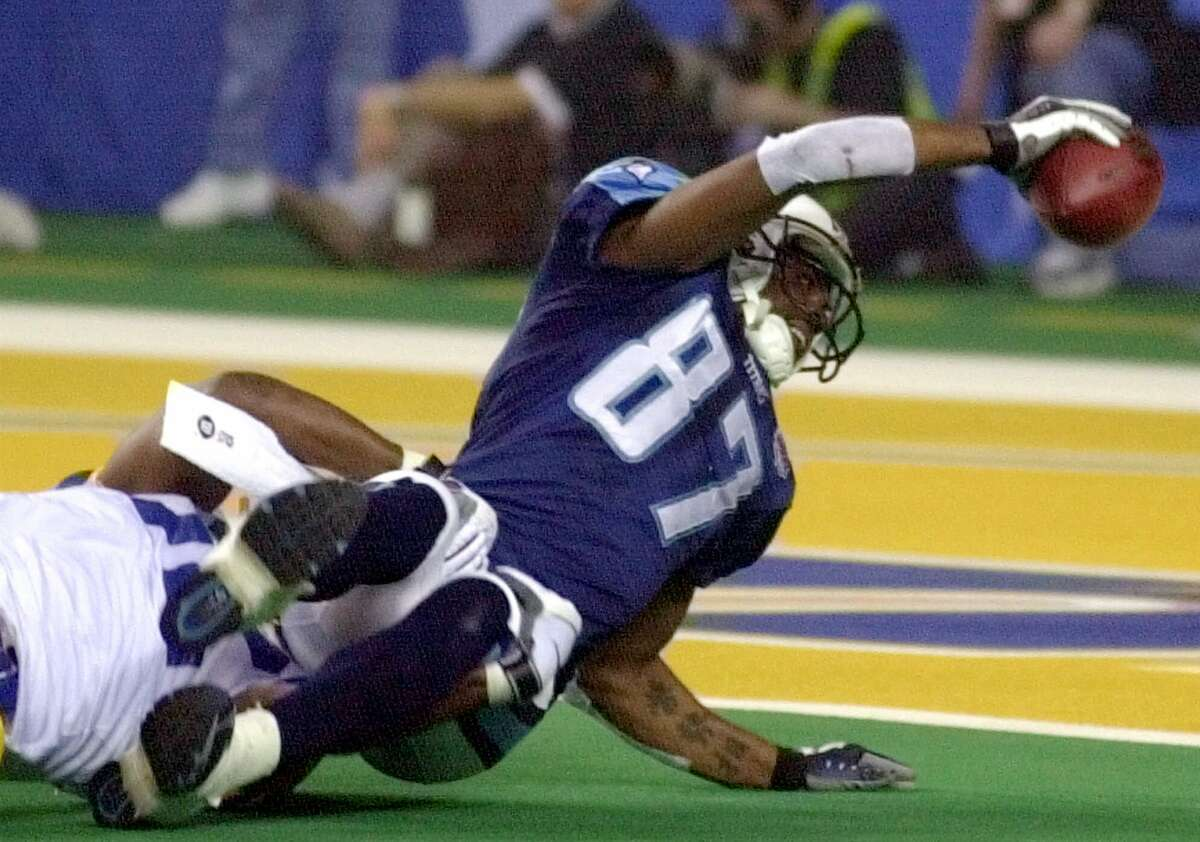 Tenessee Titans wide receiver Kevin Dyson (87) is tackled just short of the goal by St. Louis Rams' Mike Jones, left, on the last play of Super Bowl XXXIV at the Georgia Dome in Atlanta Sunday, Jan. 30, 2000. St. Louis defeated Tennessee 23-16. (AP Photo/Mark Humphrey)