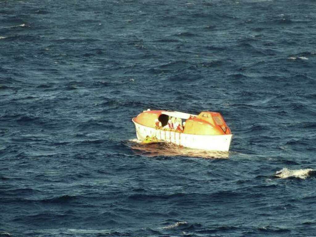 video shows plane using parachute to ditch into ocean near maui crew members of the holland america motor ship veendam rescue a pilot who had ditched his