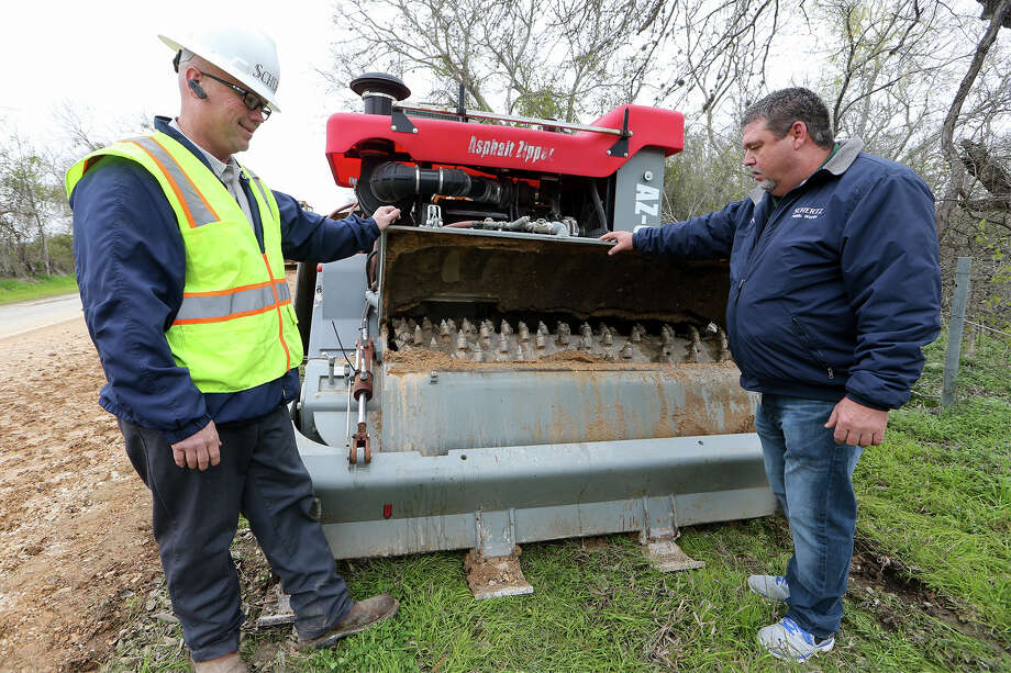 Clayton Davis (left) and Schertz Superintendent of Streets Doug Letbetter inspect an Asphalt Zipper, used to grind and mill existing roads. Photo: Marvin Pfeiffer /San Antonio Express-News / Express-News 2015