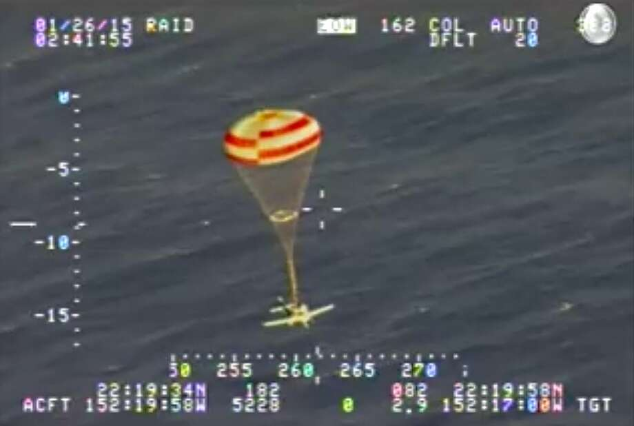 U.S Coast Guard video showing a Cirrus SR-22 4 passenger plane successfully deploying a parachute for emergency landing 235 miles short of Maui, Hawaii, January, 25th, 2015. The pilot was the only passenger and survived the ocean landing. Photo: U.S. Coast Guard