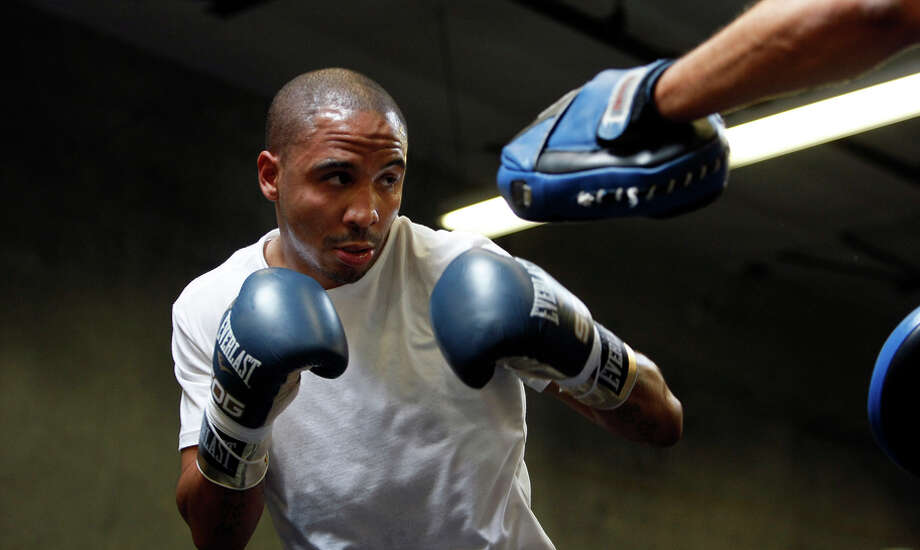 Super middleweight champion Andre Ward works out with trainer Virgil Hunter last year at his private gym in Hayward. Photo: Michael Short / The Chronicle / ONLINE_YES